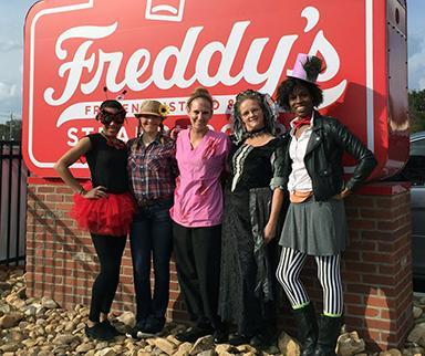 Costumes_FreddysSign